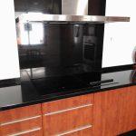 Cocina marrón-negra